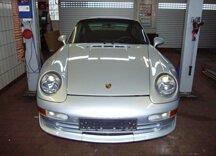 Ein Porsche bei der Inspektion